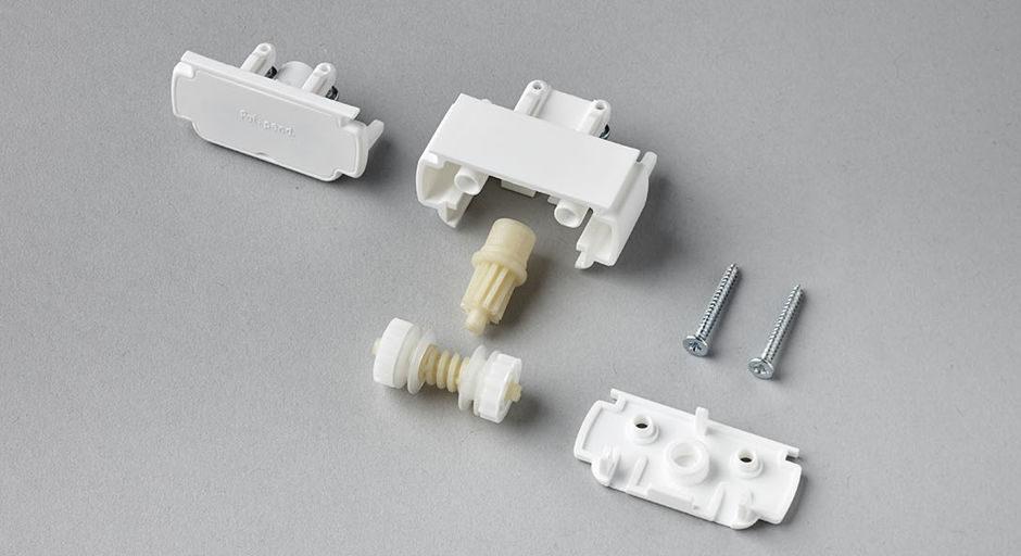Разобранный механизм управления. Обратите внимание на качество литья. Втулки сделаны из специального пластика с лавсаном.